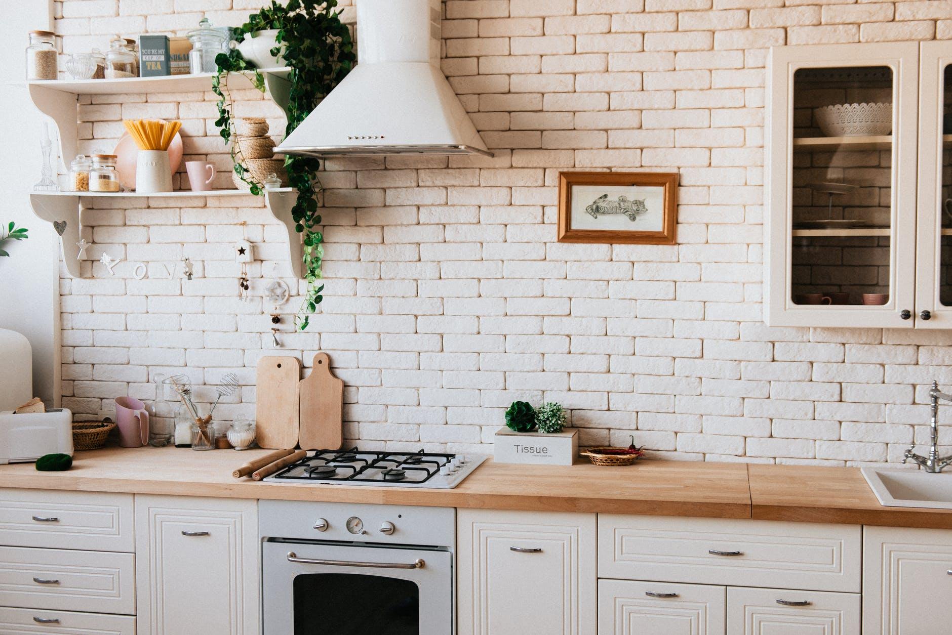 Une cuisine équipée peut être inscrite dans la liste annexée au compromis de vente qui permet une réduction des frais de notaire