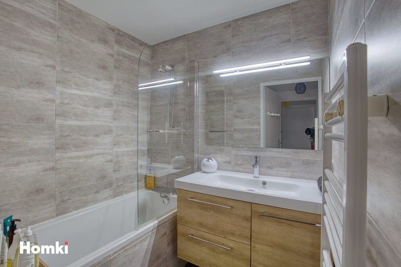 Homki - Vente Appartement  de 50.0 m² à Marseille 13008