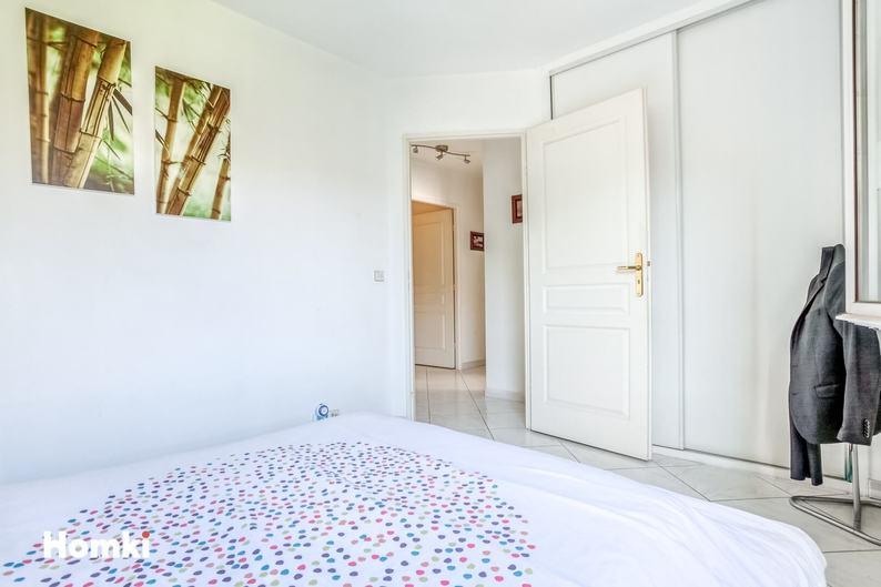 Homki - Vente Appartement  de 85.0 m² à Marseille 13006